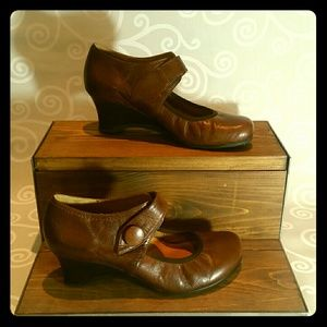 Brown leather ankle wedges